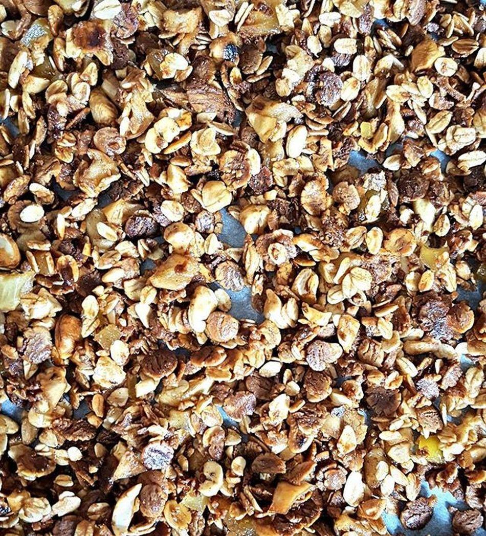 Sunday is my granola day. Did two batches. Here is the basic apple cinnamon version 🍎 Breakfast Granola Homemade Coffee Chocolate Soy Blogger_LU Delicious Food Foodporn Munchdown Fyet Munchies Coffee Chefsofinstagram Yumm Oats Sunday SundayFunday Apple Mango Caramel Cashew Honeypops Cinnamon