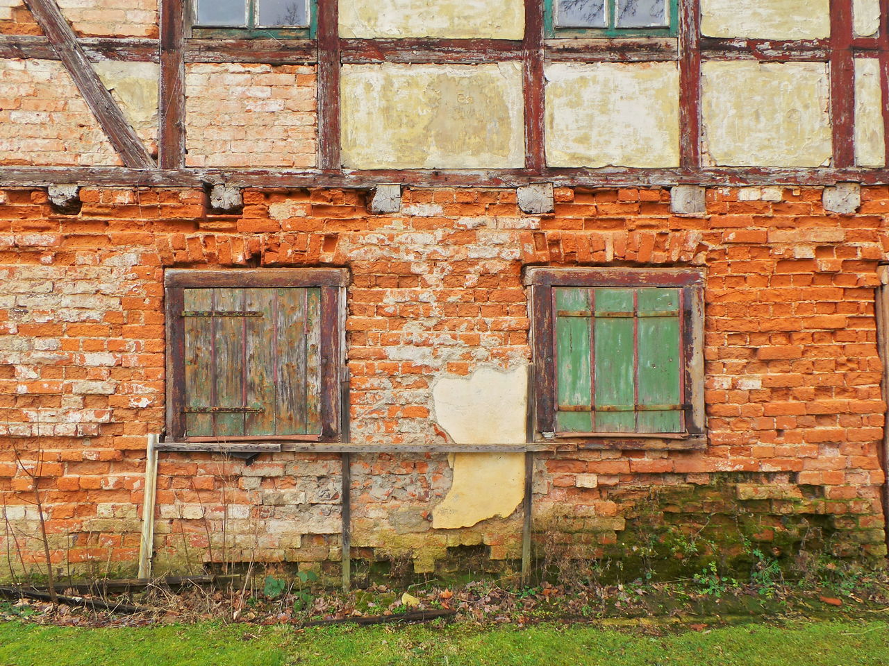 architecture, window, built structure, brick wall, building exterior, wall - building feature, house, damaged, weathered, day, outdoors, facade, obsolete, no people, red, peeling off, full frame