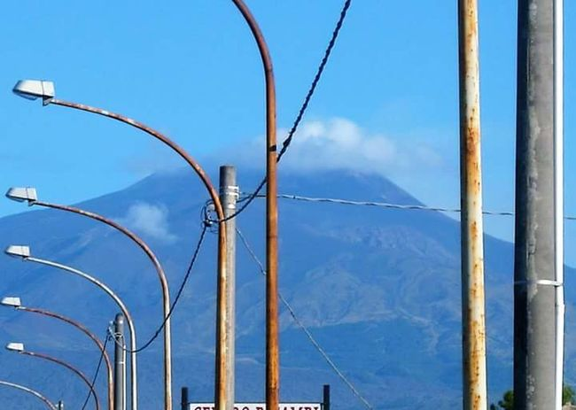 Focus Object mountain Vulcano Cables Electricity  No People Cloud - Sky Focus On Details Focus Point