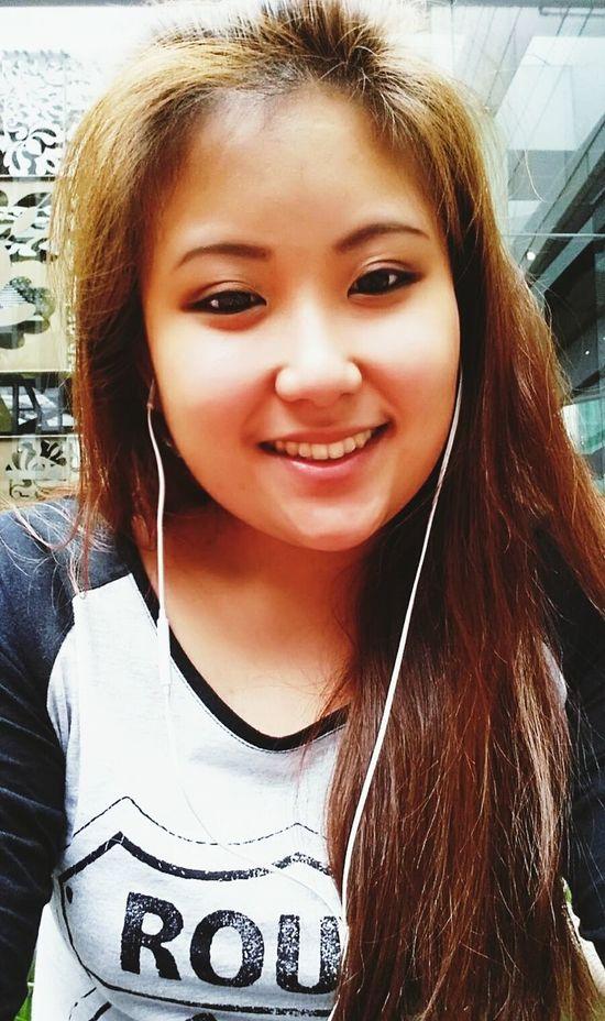 soooo, my eyebrow decided to be rebellious and go off on its own way. Eyebrowgametoostrong Selfie KempinskiHotelJakarta Asian Girl Tumblr Girl Tumblr EyeEm Indonesia INDONESIA Faces Of EyeEm Lazy Day✌