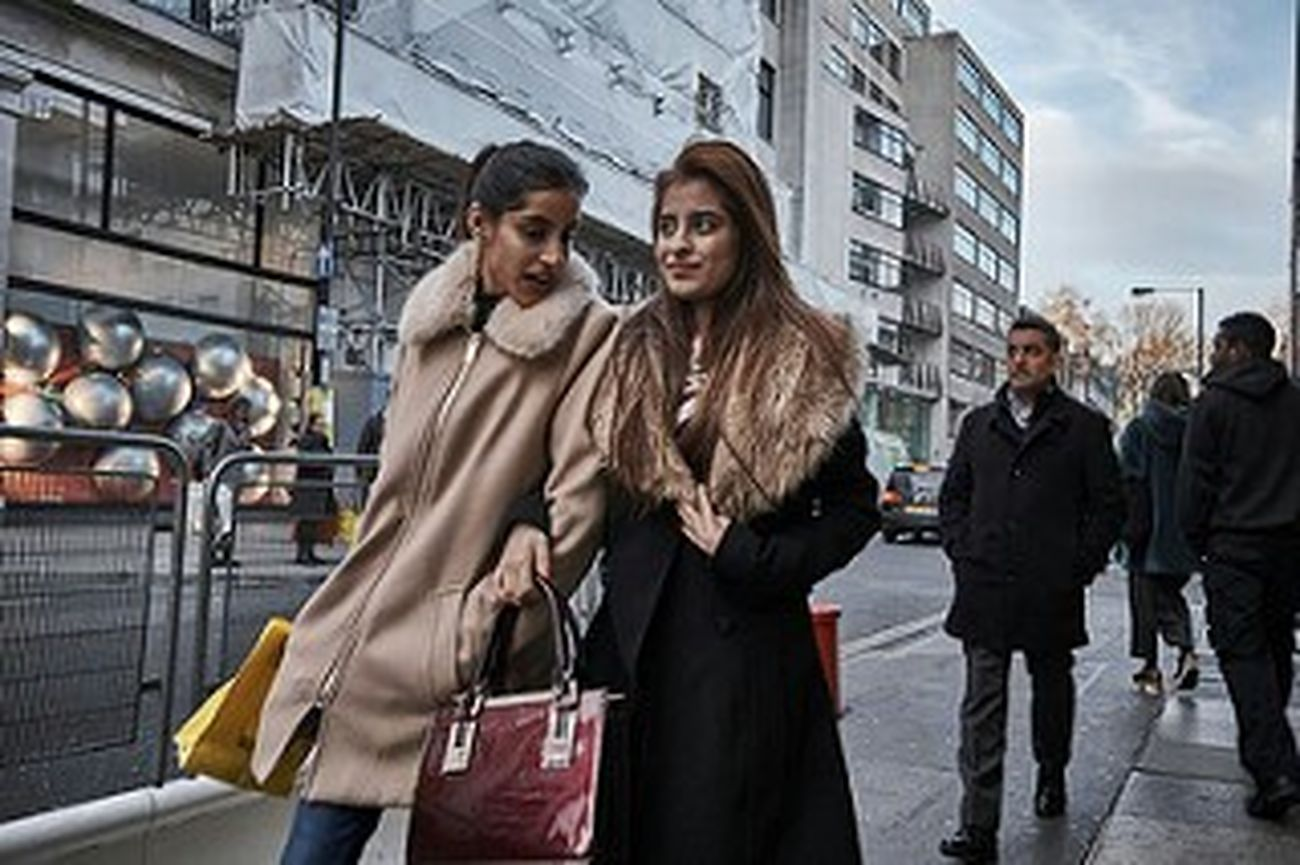 Friendship Women Warm Clothing City Life Togetherness Young Women Fitzrovialitter Streetphotography LONDON❤ Candid Photography Outdoors Streetphoto London London London!!! Street Photography Street Photo Candidshot Street Londonstreets Walking Urban Life Londononly Sidewalk Shopping London Calling London Streets