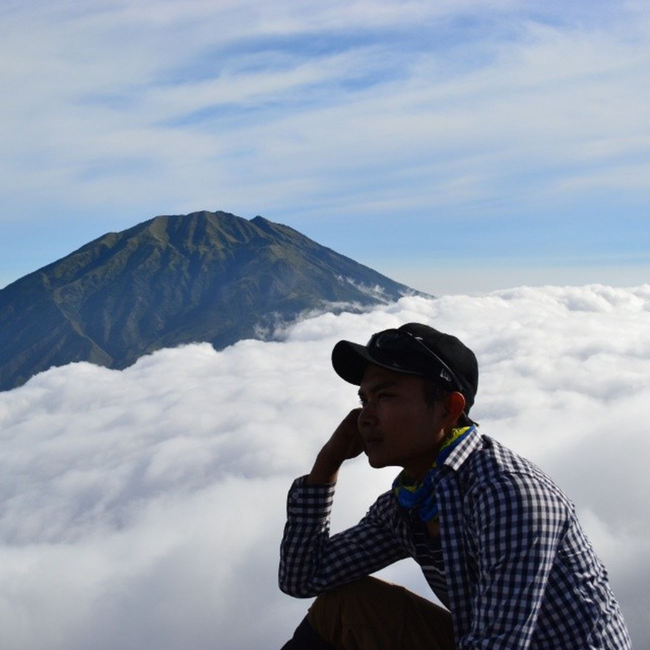 Edisi_galau Naek gunung mulu.... Kapan naek pelaminannya (?) haha poke @ubangarmet @noviaopy Mountainer Mytrip MyAdventure cloudyweather skyland
