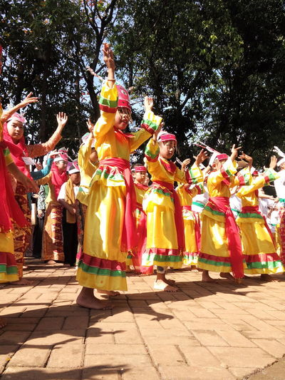 5). Colosal Sunday Mass Cultural Dance On Street Traditional Costume Traditional Culture Kids Dance Gathering in Jakarta, Indonesia