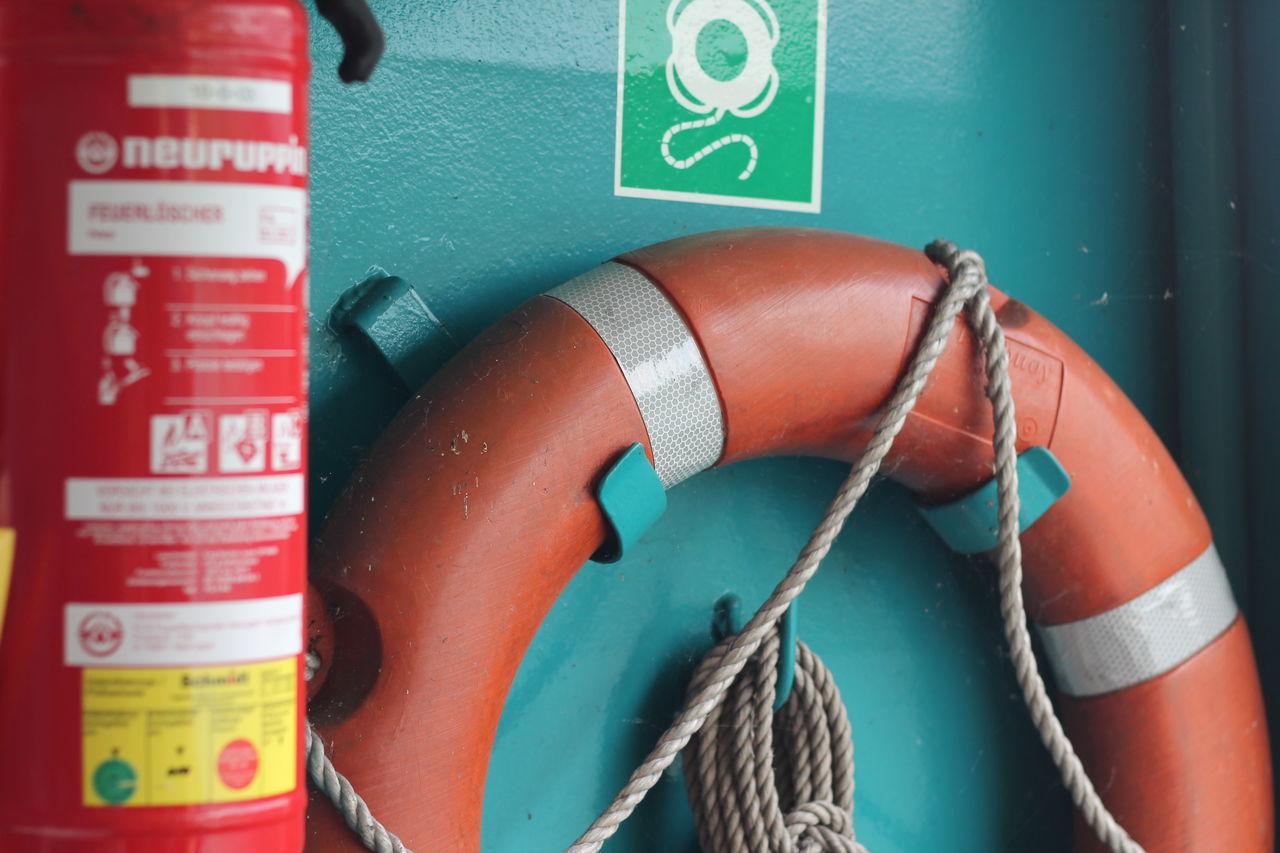 Feuerlöscher Fire Extinguisher Lifebelt Lifebuoy Lifebuoys Notfall Rettung Rettungsring