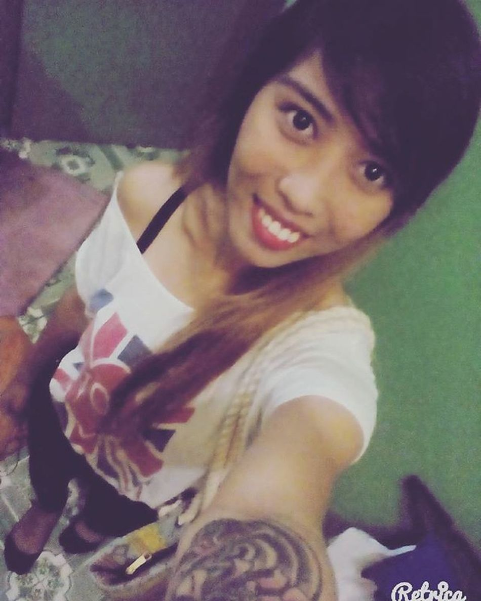 Fading hair color ✖ off shoulder ✖ slacks ✖ wrist tattoo ✖ ootd Workingmom Callcenteragent