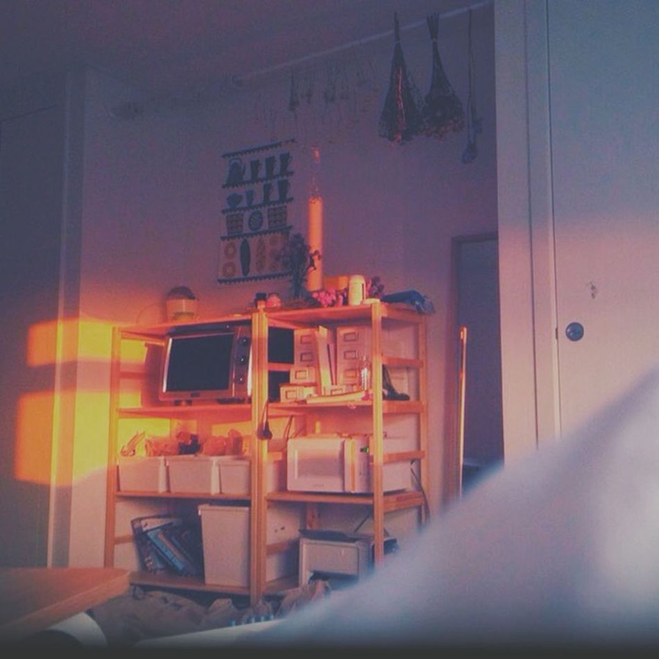 My Room Sunset Colorful Afternoon Relaxing Weekend 내 방의 제일 좋은 점은 노을이 들어온다는 거다!