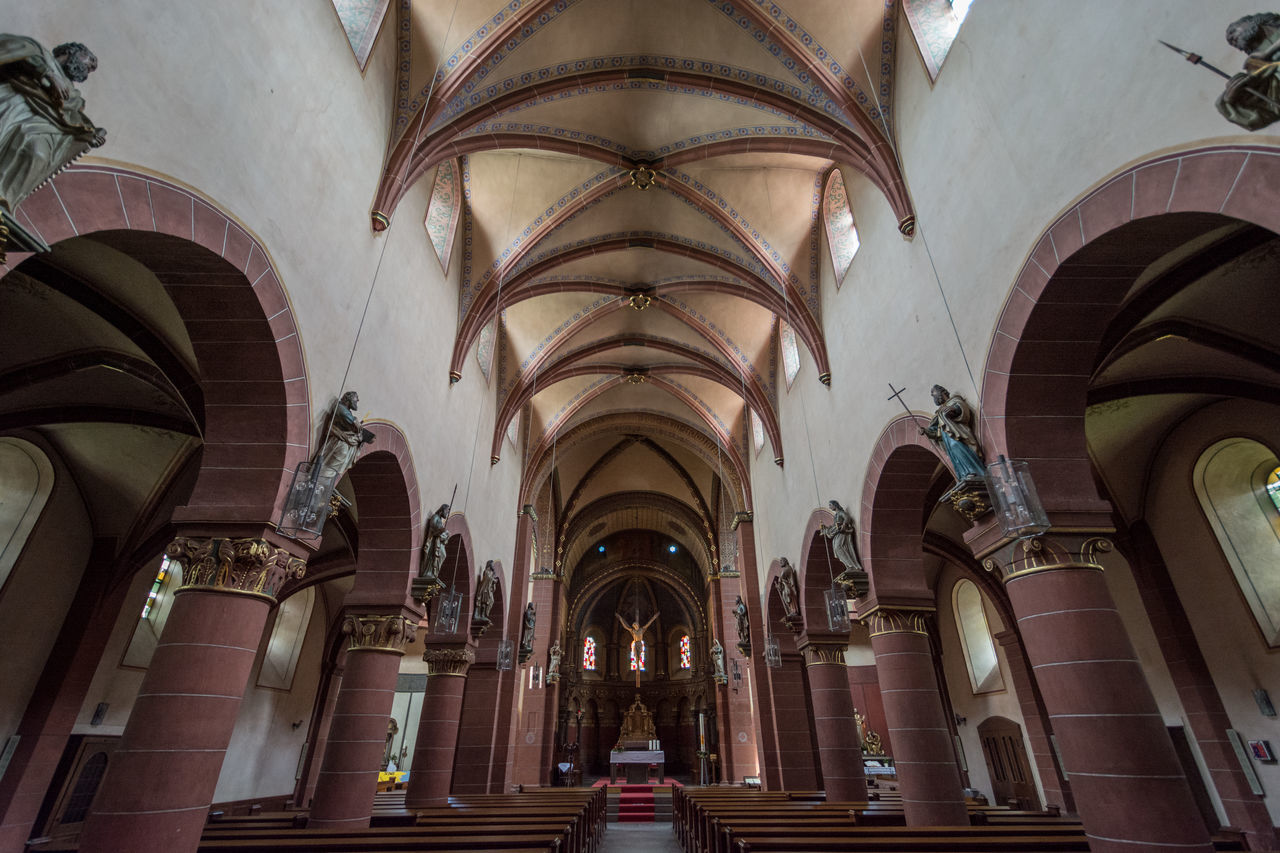 St. Peter, Merzig Arch Architecture Architecture Bogen Building Building Interior Church Deutschland Germany Gewölbe History Indoors  Kirche No People Pfeiler Place Of Worship Religion Romain  Romanik Romanisch Saarland St. Peter Merzig Säulen Travel Destinations