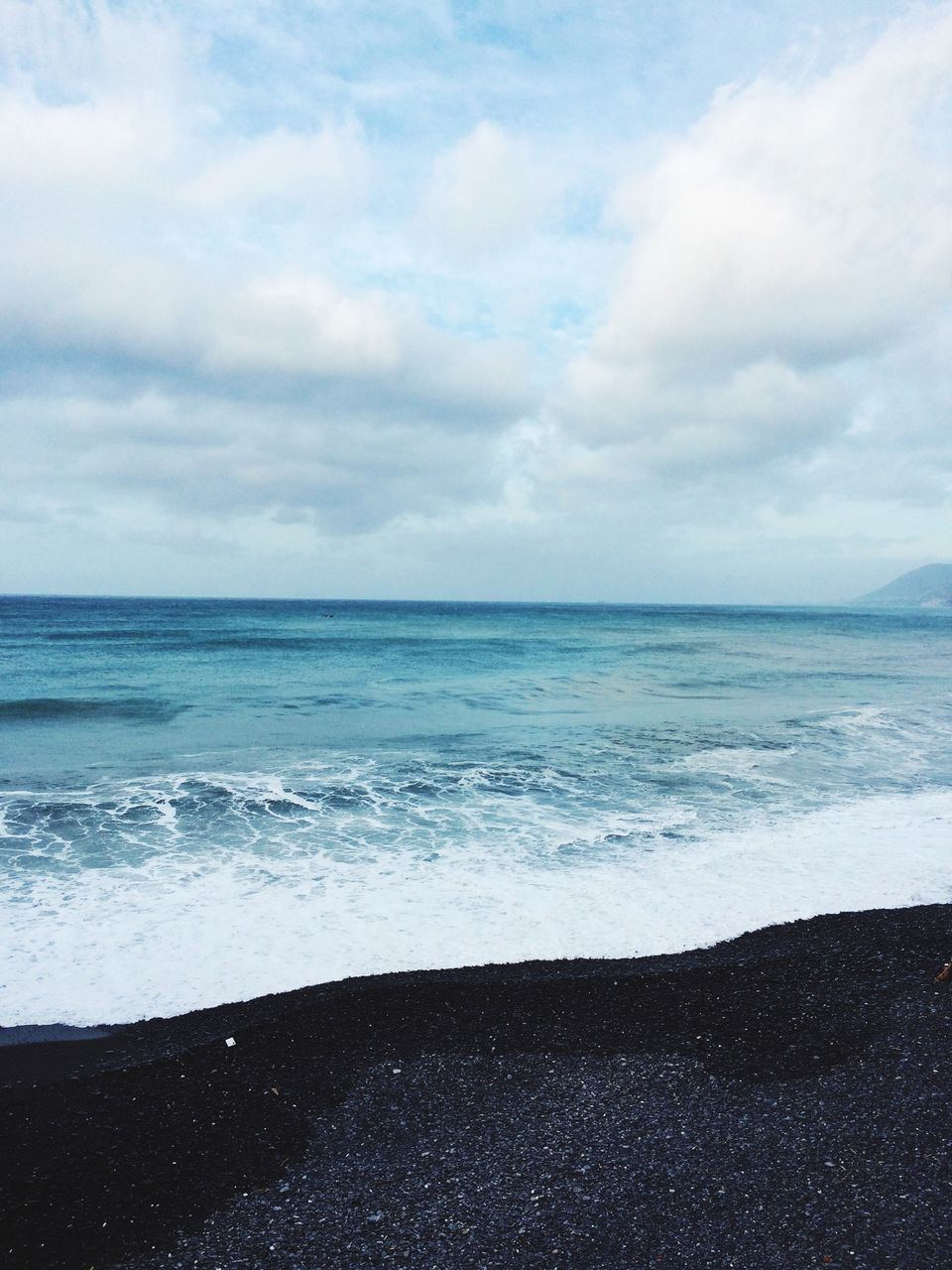 sea, horizon over water, water, beauty in nature, sky, nature, beach, scenics, tranquil scene, tranquility, sand, cloud - sky, no people, day, outdoors, wave