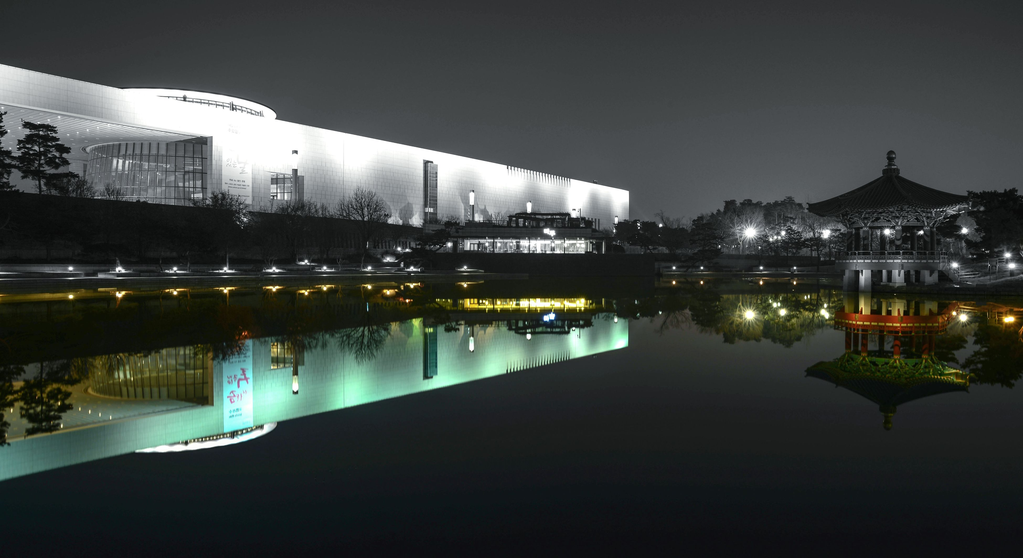 illuminated, architecture, built structure, night, reflection, building exterior, water, clear sky, waterfront, river, city, copy space, sky, standing water, outdoors, residential building, no people, building, residential structure, house