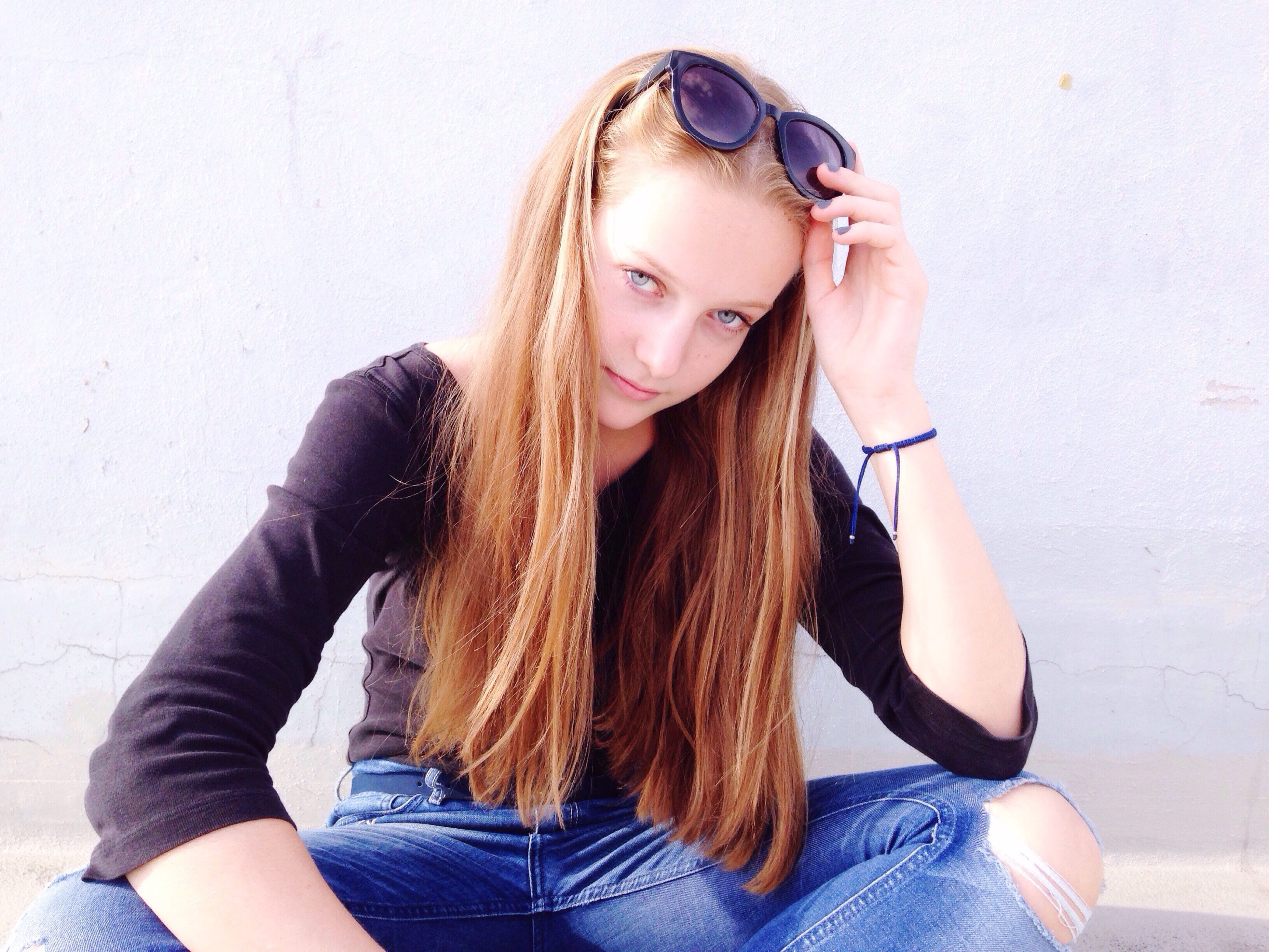 long hair, young adult, young women, leisure activity, lifestyles, front view, casual clothing, beauty, person, carefree, one young woman only, enjoyment, beautiful people, looking at camera, straight hair