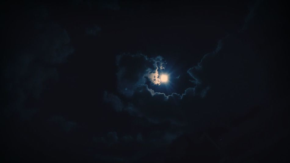 Clouds And Sky Night Photography Nightsky Taking Photos Check This Out Moon Moonlight The Moon Now Right Now Beautiful Night Night View Moon Light GreatNight  Amazing View Looking Up Lua  Ceu Noturno