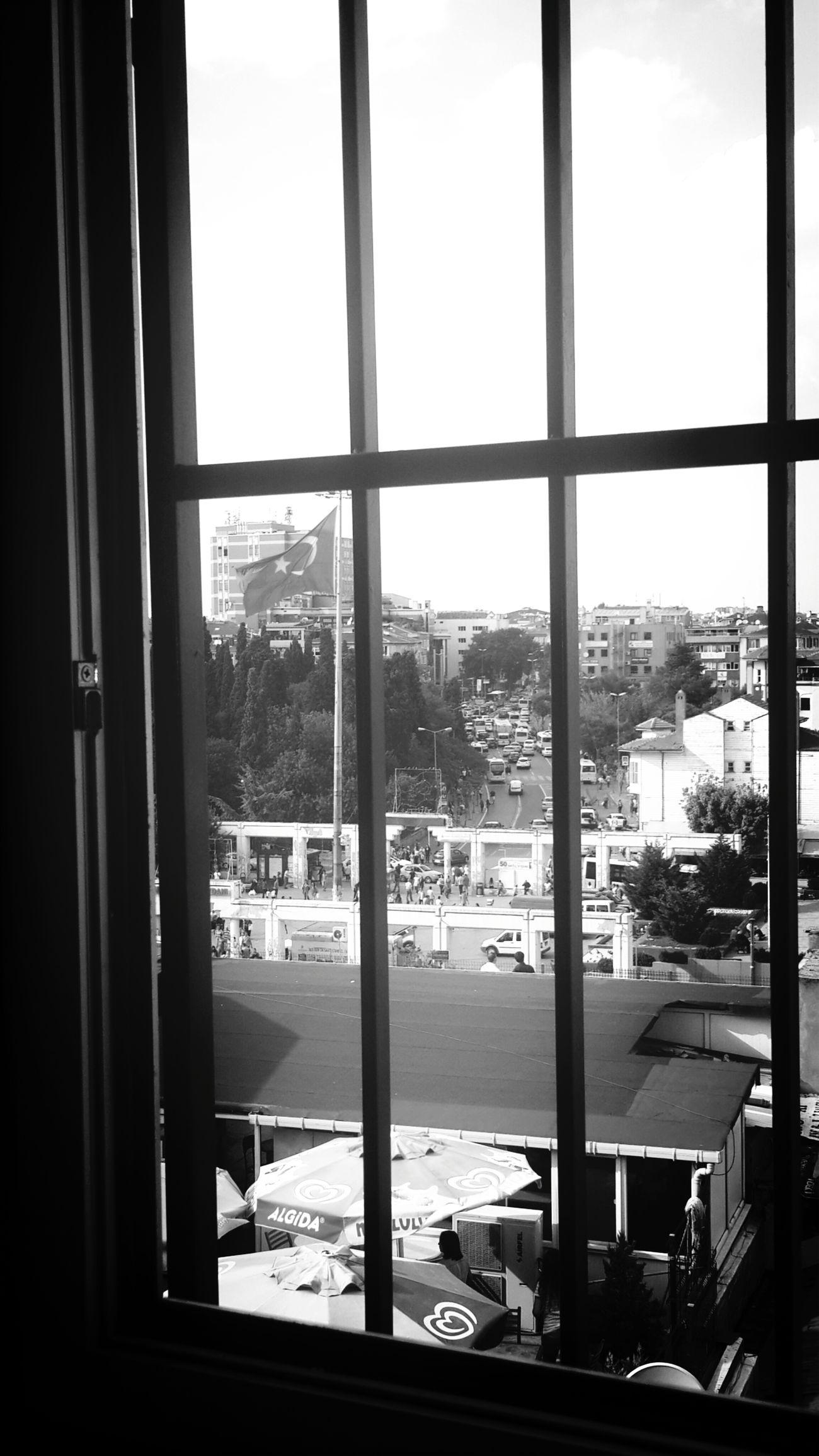 Parmakliklar arasindan bakirkoy meydani Blac&white