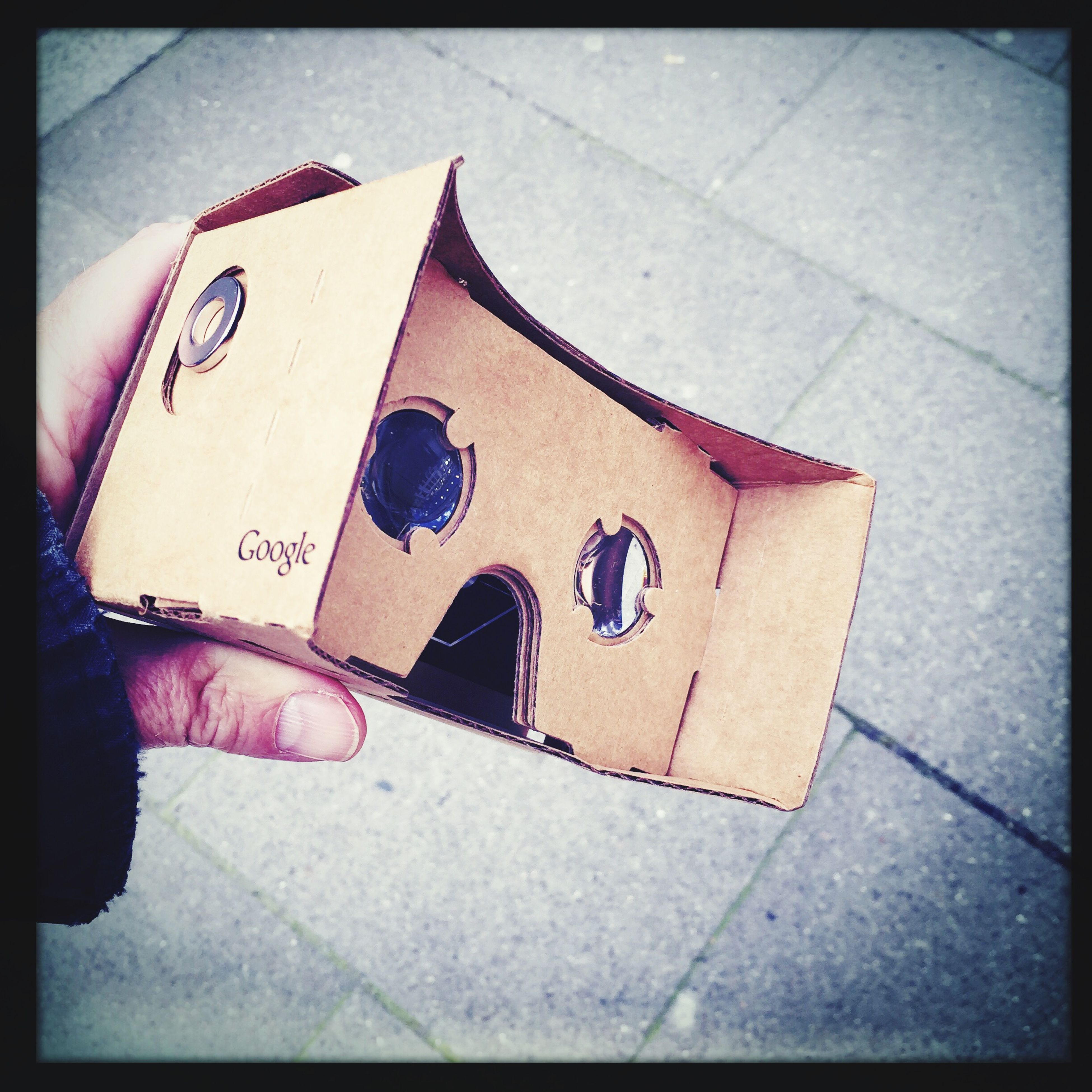 Playing with Google Cardboard ; Taking Photos Hipstamatic