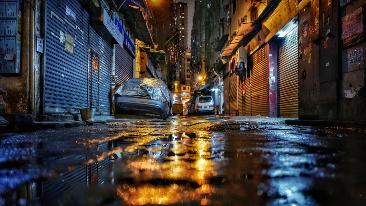 midnight alley HongKong Discoverhongkong Leicaq Light And Shadow Midnight Alley Baakstreet Reflection Everybodystreet Street Photography Kowloon 香港 Beautiful Cityscape Hello World EyeEm Best Shots Shadow And Light Night Lights EyeEm Gallery EyeEm Best Edits Traveling Learn & Shoot: After Dark 夜景 Night View Lovely