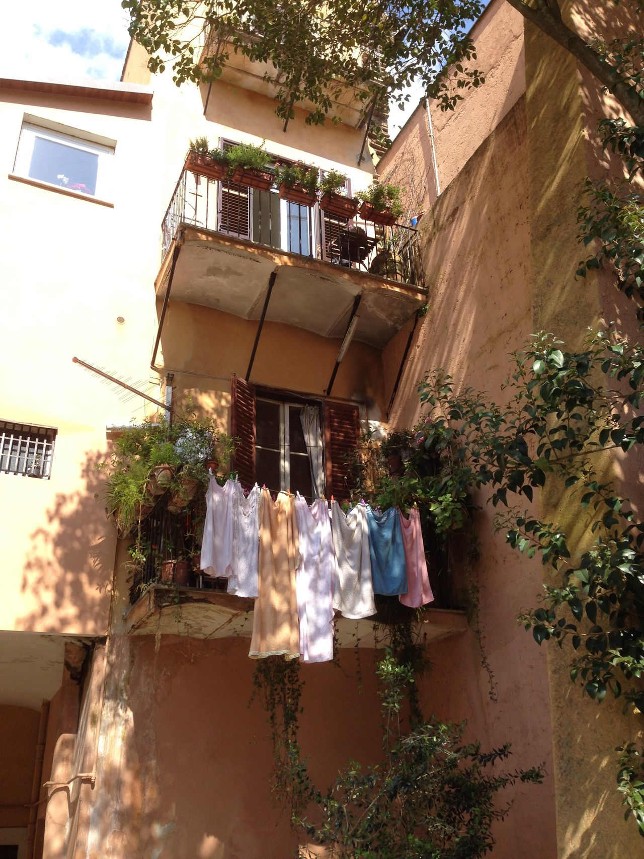 Hanging Drying Laundry Rome Italy No People Outdoors Balcony Day Clothesline Old Fashioned Beauty Architecture Domestic Life
