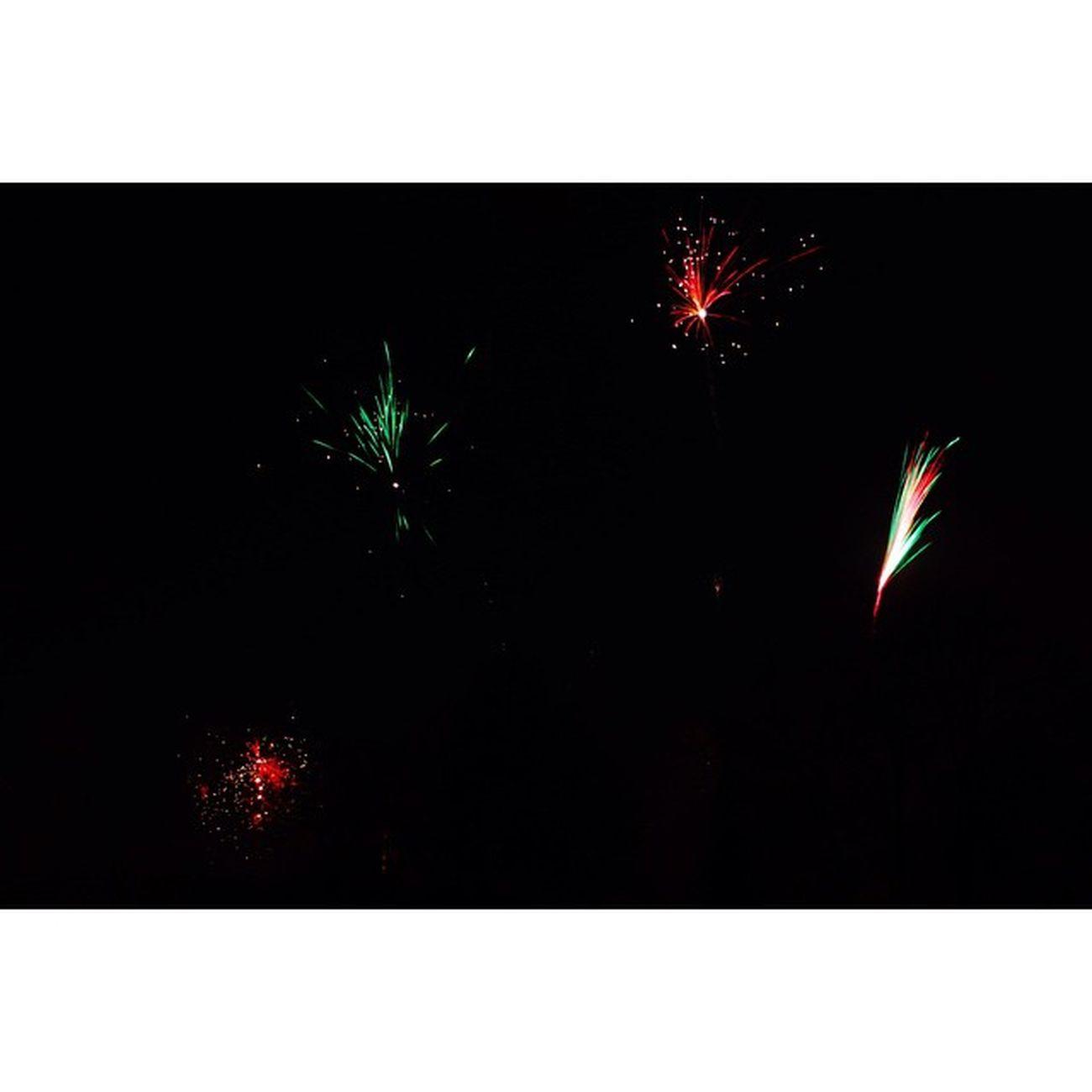Silvester NewYearsEv Camera: Canon EOS 700D Lens: Canon 18-55mm 18mm f/11 15sec ISO 100 Firework Feuerwerk NewYear NeuJahr Canon CanonEOS700D ig_deutschland