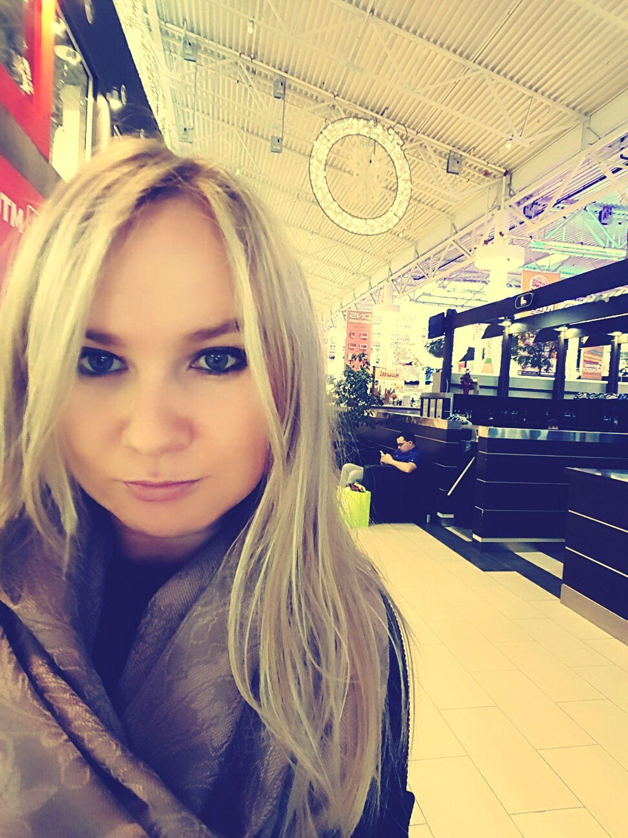 Украшения в меге! Чувствуется праздник Blond Hair Beautiful Woman Beauty Travel First Eyeem Photo