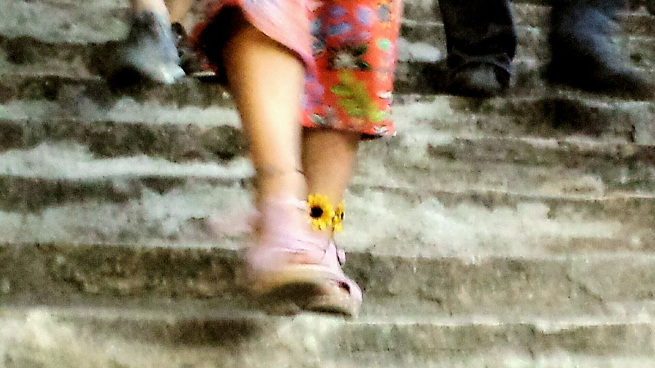 Sommer Sonne Party ... Treppen :-) Capture The Moment Enjoying Life EyeEm Best Shots Lifestyles Eye4photography  From My Point Of View Vacations Outdoors Getting Inspired Creative Power EyeEm Gallery Stairs Treppen Stairs Escaleras Perspective People Watching Smg Treppen The Essence Of Summer- 2016 EyeEm Awards Taking Photos Tadaa Community Amazing AMPt_community Shoes Flower Power Yellow Flower