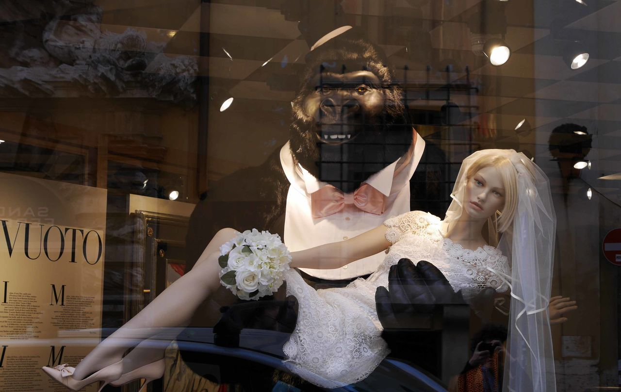 Fashion Fashion&love&beauty King Kong Married Life Phone Rome Shop Around The Corner Streetphotography