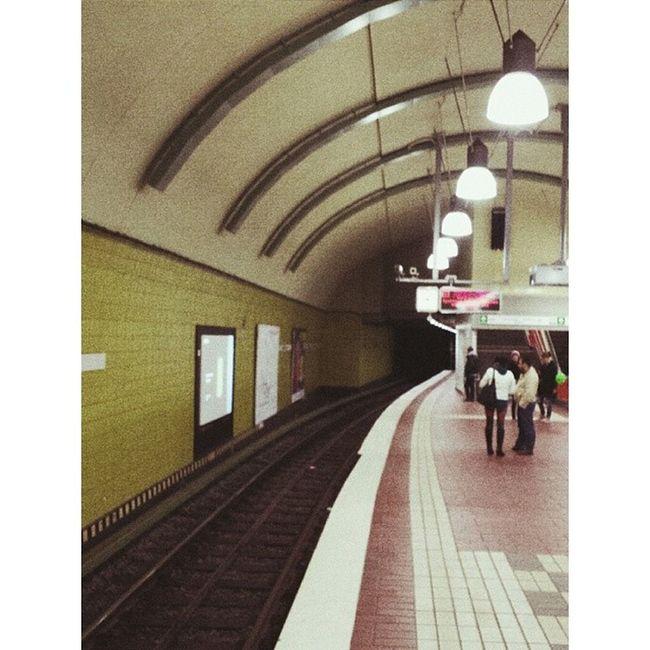 Underground station Undergroundstation Underground Station Ubahn ubahnstafion rails schienen lamps lampen welovehh ilovehamburg hamburg vsco vscocam vscophile vscogram vscoism vscolover