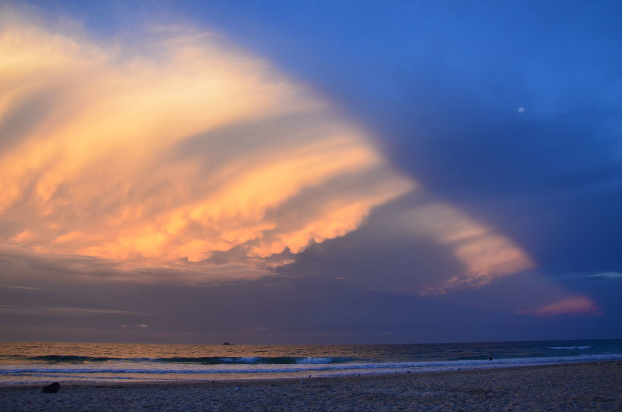 Beach Beauty In Nature Byron Bay Cloud - Sky Clouds By Jj Dramatic Sky Horizon Over Water Nature No People Outdoors Sand Scenics Sea Sky Sunset Tranquil Scene Tranquility Water