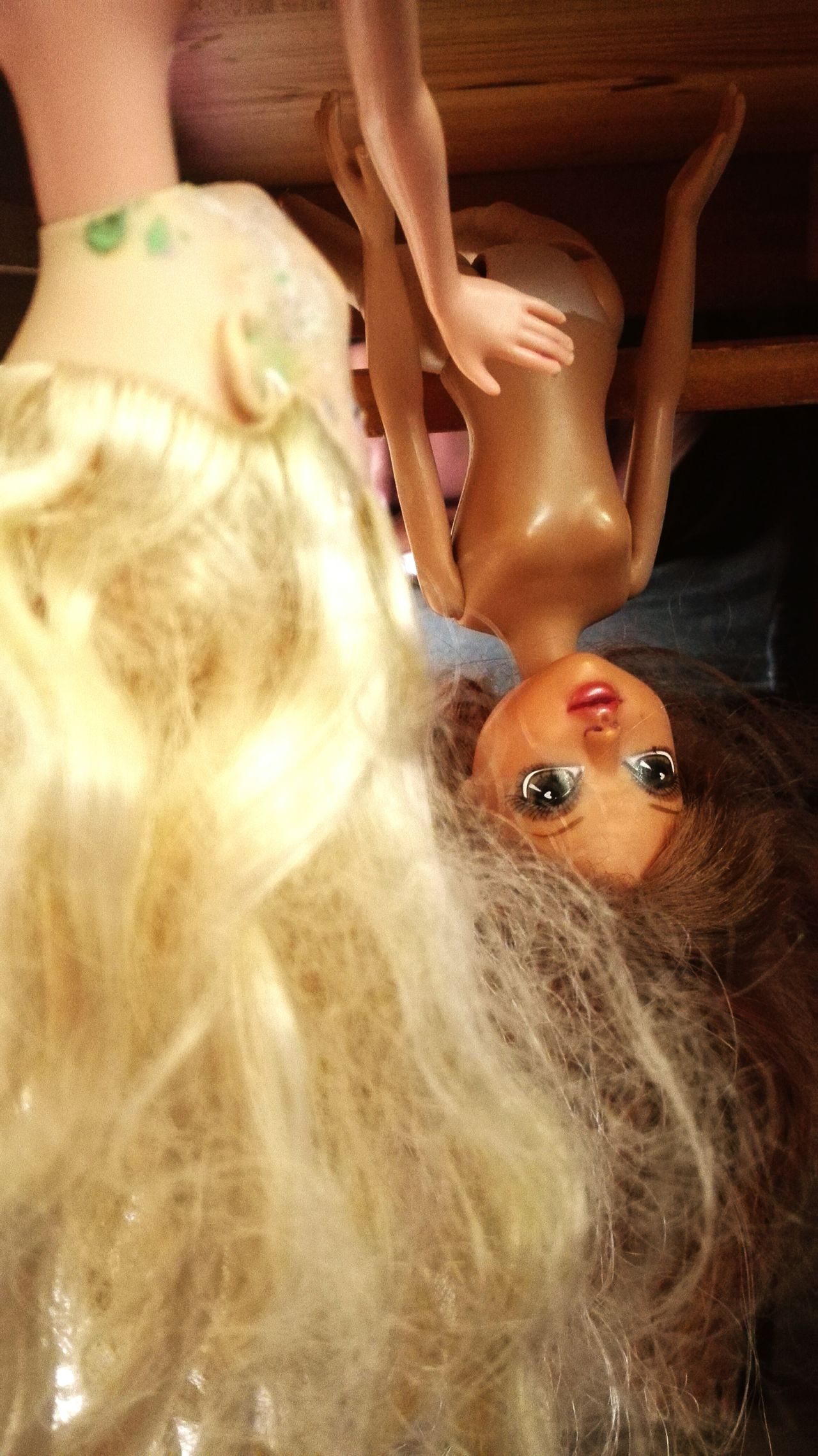 My kid...😂😂😂 those barbies have a hard life here Close-up Doll Photography Barbiephotography Dolls Barbieworld Weirdthingskidsdo Weird Stuff Weirdography Barbiegirl Barbies Pics Barbie<3 Indoor Photography Weird Moments Barbie World Dollsphotography Dolls Kids Being Kids Kids Toys Kids' Artwork