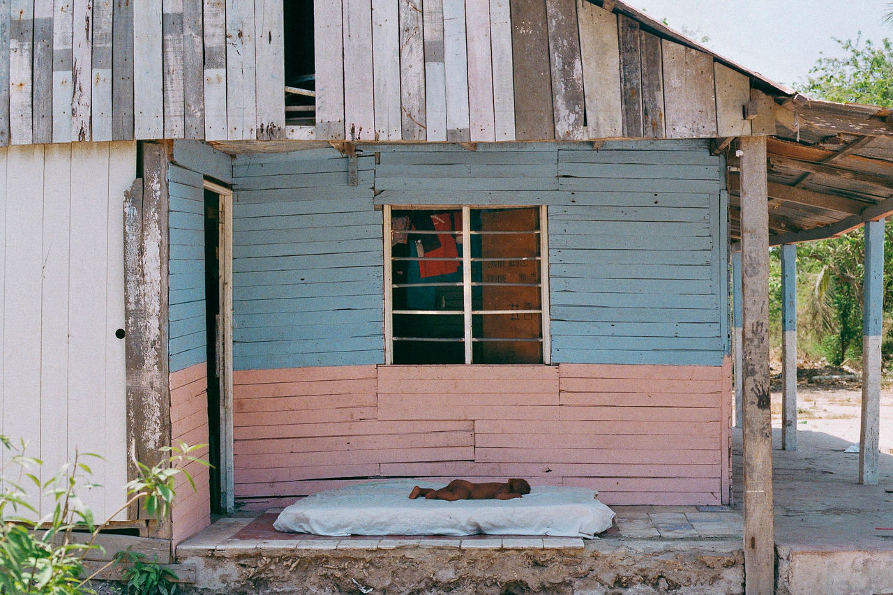 Una siesta Afro Architecture Architecture Baby Building Exterior Caribbean Childhood Colorful House Infrastructure Island Island Life Kids Being Kids Nap No People Pastel Pastel Colors Poor  Poverty Real People Siesta Sleeping Warm Weather Window Wood - Material The Photojournalist - 2017 EyeEm Awards BYOPaper! The Great Outdoors - 2017 EyeEm Awards