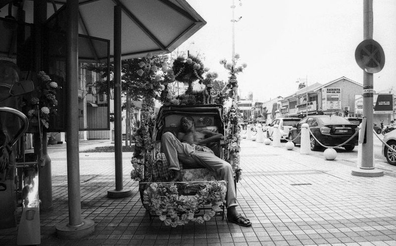 Long day at work. Film EyeEmMalaysia Filmphotography Filmisnotdead Believeinfilm Portrait People Streetphotography Taking A Break Shades Of Grey B&w Street Photography