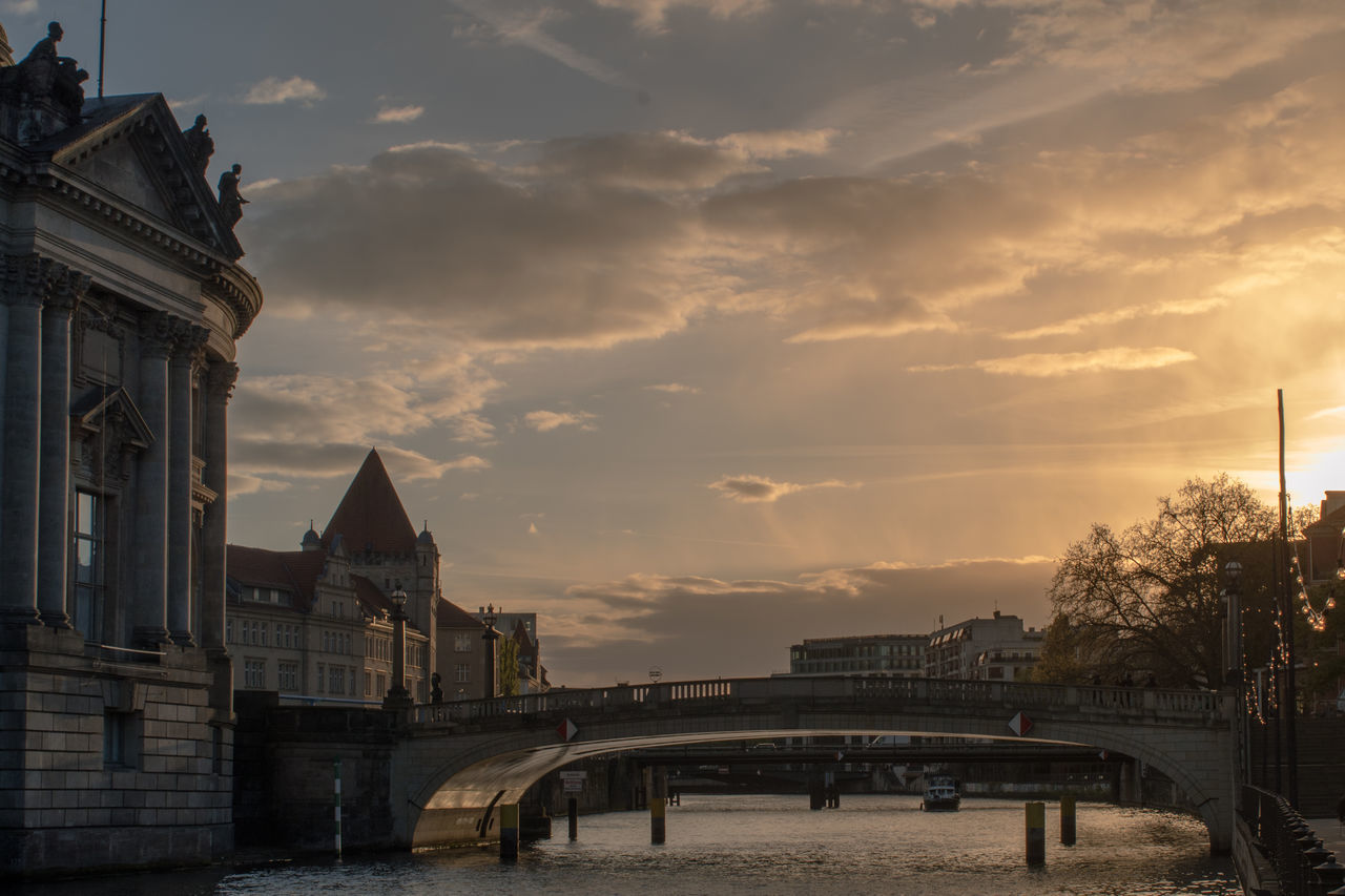 Travel Destinations River Bridge - Man Made Structure Architecture Sunset Tourism Awe City Cloud - Sky Sky Outdoors Vacations Cityscape Built Structure Urban Skyline Day No People Politics And Government