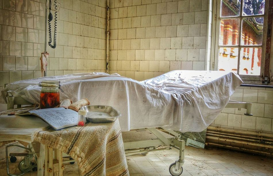 Abandoned Buildings Abandoned Places Vintage Bad Condition Bed Urbex Urban Exploration Urbexexplorer Roomview Indoors  Lost Places No People