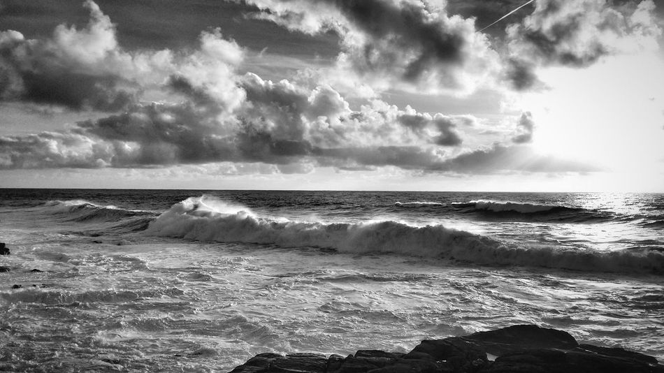 Stormy sea this afternoon 🌊 🌊 Mar de temporal esta tarde 🌊 🌊 Big Waves Waves, Ocean, Nature Ocean Sea Clouds And Sky Sunset_collection Water Reflections Water_collection Cloud_collection  Malephotographerofthemonth Scenics Outdoors Horizon Over Water Beauty In Nature Tranquil Scene Tranquility Wave Monochrome Black & White Blackandwhite Black And White Photography EyeEm Best Shots - Black + White EyeEm Best Shots - Nature Black And White Nature_collection Welcome To Black