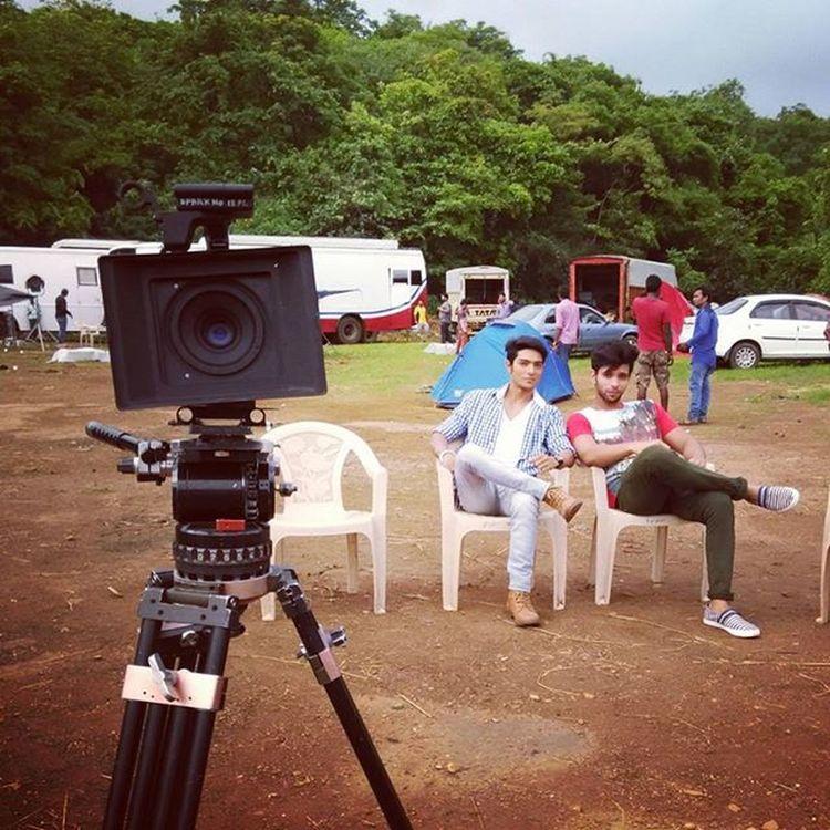 Onset Actor Actorlife Bollywood Aahat Bolywood Mumbai Fikmcity Shoot Vanity Break Shooting Work Televisionshow Outdoorshoot RainyDay Aesthetic Model Fitnesspeople India