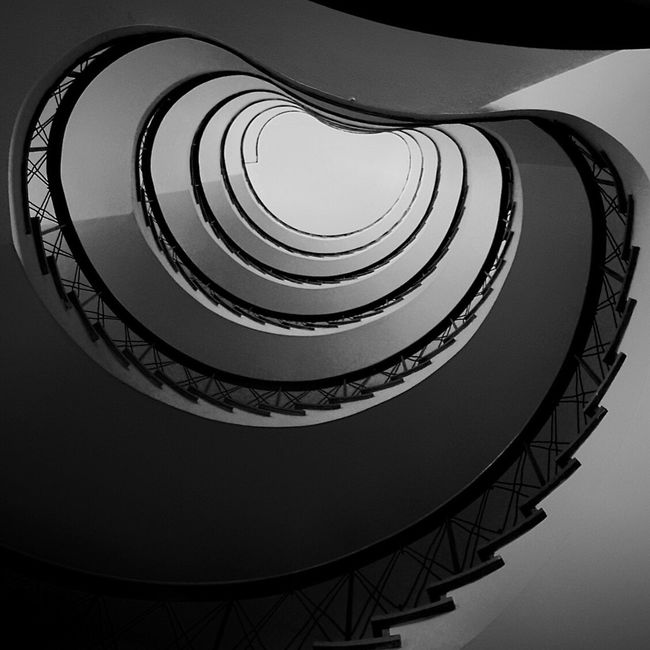 happy friday 👋🏼 London Lifestyle Staircase Spiral Railing Architecture Low Angle View Steps And Staircases Built Structure No People Steps Spiral Stairs Indoors  Stairs Round EyeEmBestPics EyeEm Best Shots Blackandwhitephotography Blackandwhite Photography Blackandwhite Looking To The Other Side EyeEm Best Shots - Black + White Architecturelovers Black And White Collection  Architecture_collection Lookingup