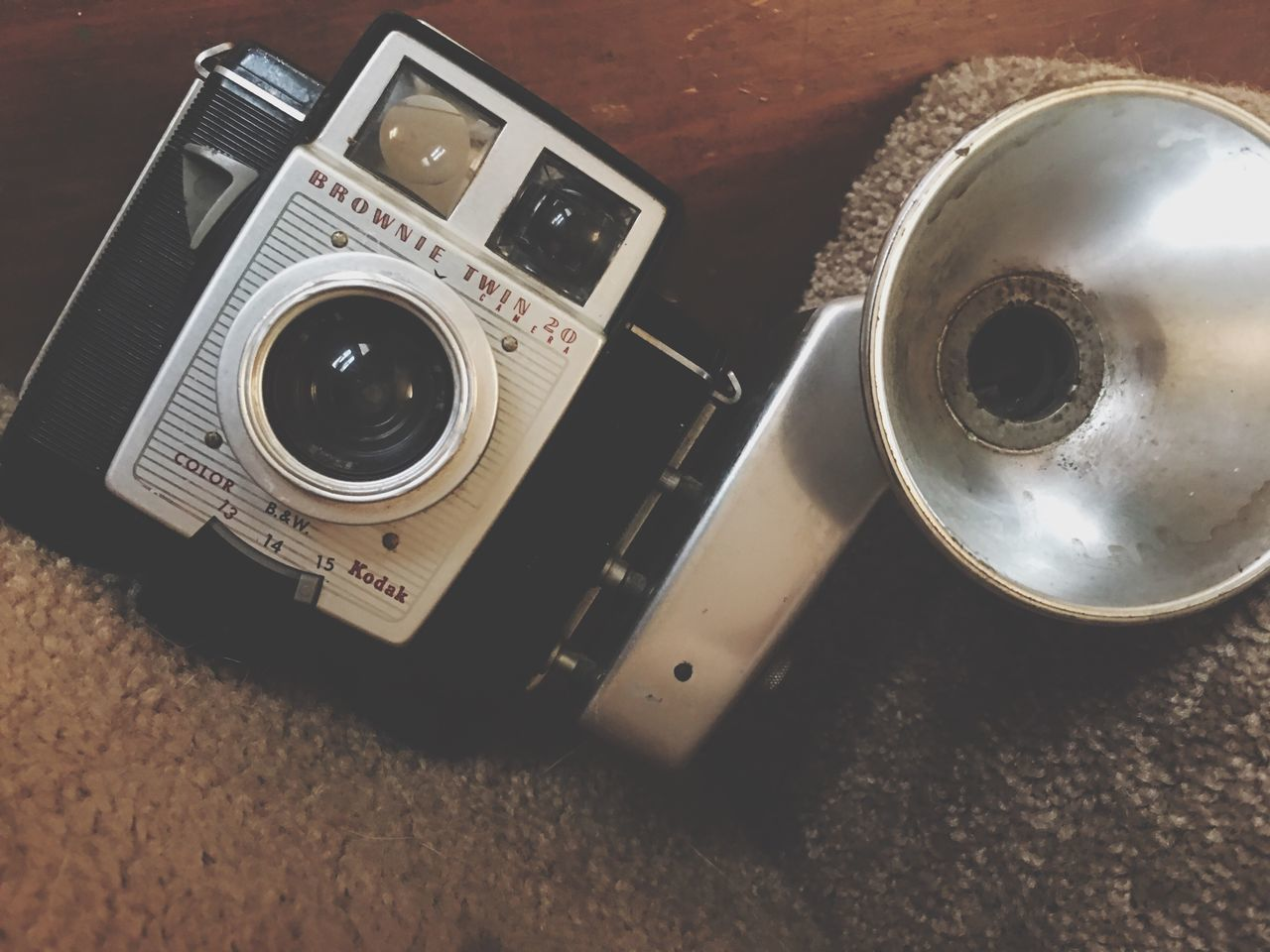 camera - photographic equipment, photography themes, still life, table, indoors, retro styled, close-up, no people, old-fashioned, technology, day
