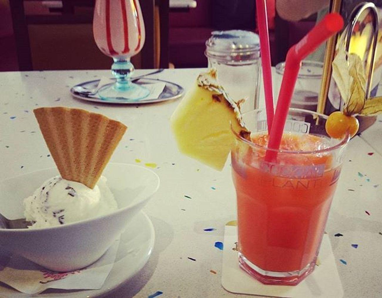 Gutgehnlassen Berlinspandau Cafe Hipster Maitai Cocktail Nuss Eis Straciatella Lecker Dad Birthday