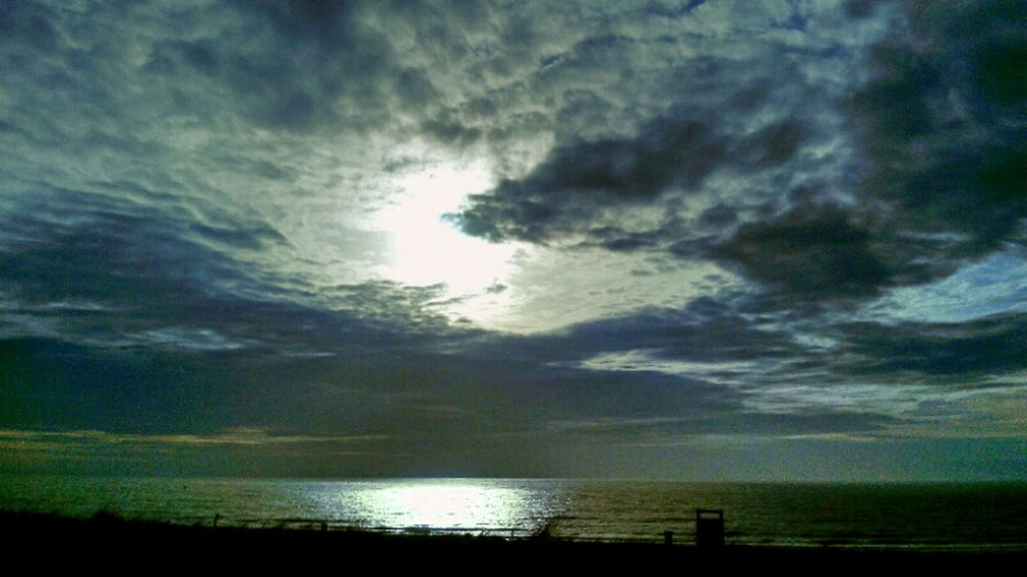 sky, water, sea, horizon over water, cloud - sky, tranquil scene, scenics, tranquility, beauty in nature, silhouette, sunset, sun, cloudy, nature, cloud, idyllic, reflection, beach, sunbeam, sunlight