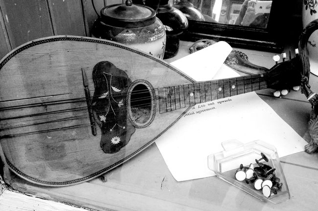 Mandolin Music Brings Us Together Music Blackandwhite Blackandwhite Photography Dramatic Tranquility Vintage Beauty In Ordinary Things Streetphotography Street Photography Streetphoto_bw
