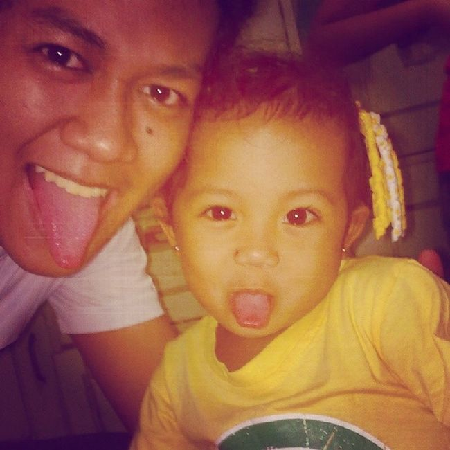 with my first neice Alona sa PamilyangGonzales . superr cute and bibo. Bleeeh