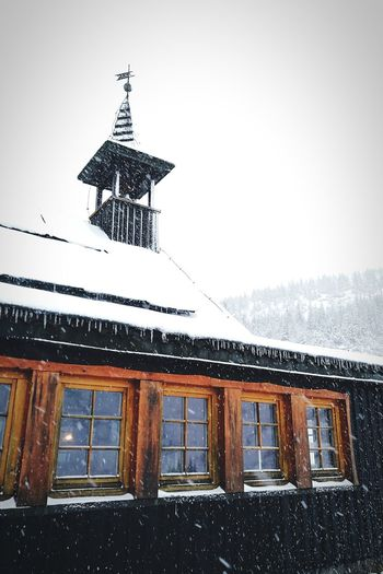 Snow White Backgrounds Wood Mountain Built Structure Architecture Building Exterior No People Window Roof Day Outdoors Sky