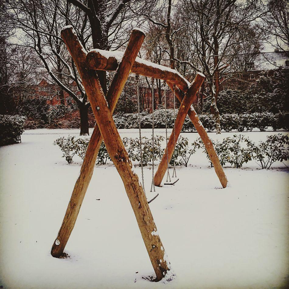 Schaukel Swing Winter Snow ❄ Cold Morning Untouched White Wood Playground Let's Swing Hamburg Quartier 21 Spielen