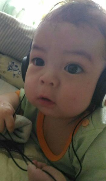 Sound trippin'! Baby Innocence Childhood Indoors  Real People Babyhood Close-up Headset Music Babyboy Lifestyles Day