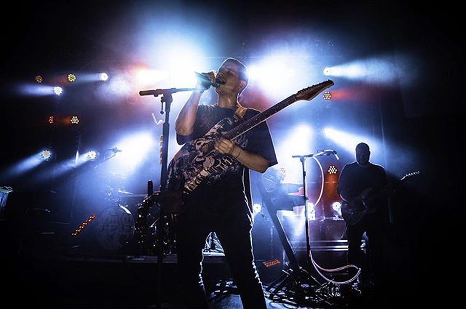 Cherub AVL Night 1 @sirenoftitan with the colorful light @cherublamusica Crowd Rock Pop Avl Asheville Music LiveMusic Concertphotography Concert Cherub Cherublamusica Guitar Guitarist Suhr
