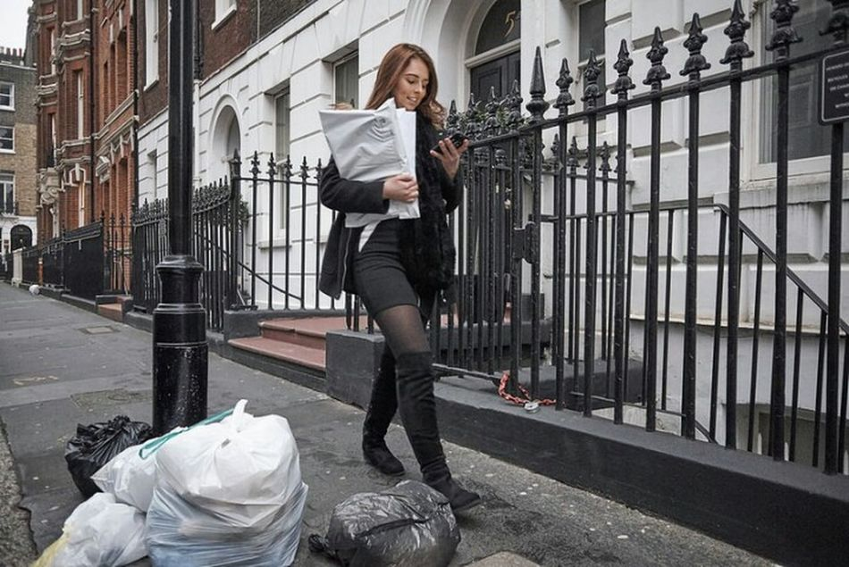 Bulstrode Street. One Woman Only Business Finance And Industry Outdoors Street Streetphotography Walking Urban Street Photography Winter Girl Urban Life Fitzrovialitter Streetphoto London Calling Streetphotographer Candid Photography LONDON❤ Candidshot Streetdreamsmag Rubbish Smiling Street Photo Londonstreets Cityscape London London London!!!