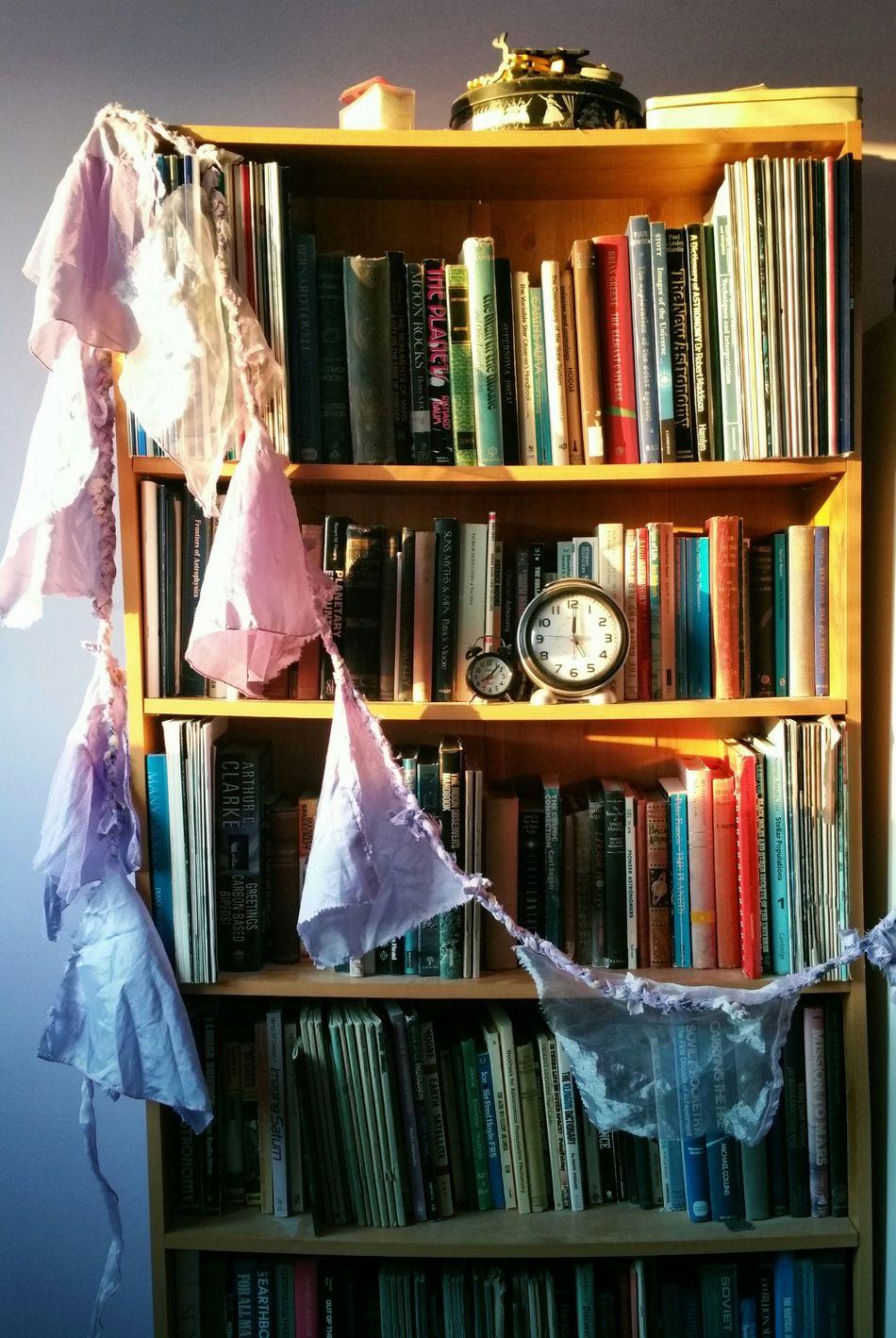 ... Home Time ... Bookshelf Bookcase Books Evening Light Clocks Bohemian Interior Decorations Light книги будильник полка Lieblingsteil