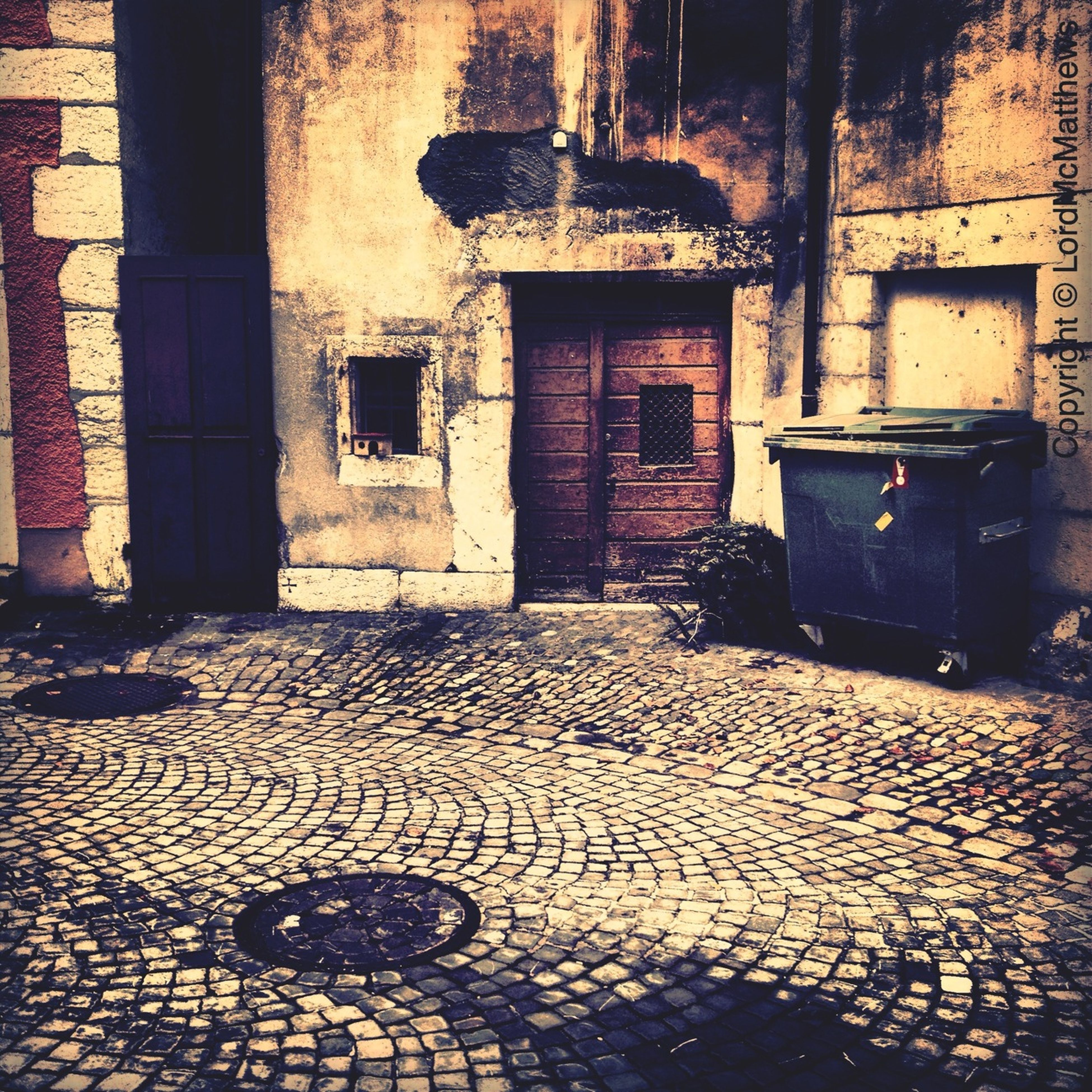 architecture, built structure, building exterior, window, old, house, abandoned, cobblestone, building, absence, residential structure, residential building, wall - building feature, door, day, damaged, sunlight, obsolete, no people, street