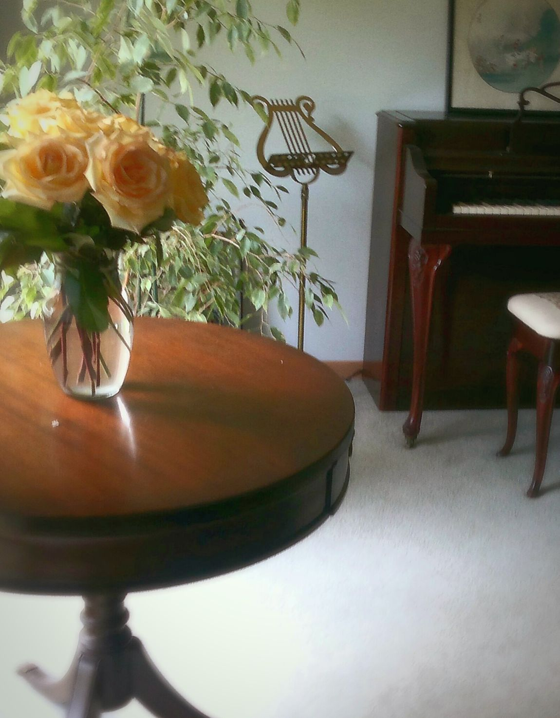 Easter Mission Eyeem Easter Ready EyeEm Yellow Roses Piano Living Room Music Stand Taking Photos Interior Design Home Sweet Home ♥ American Life Spring Flowers Springtime EyeEm Gallery Roses Sunny Room Sunny Day☀ Still Life Things I Like