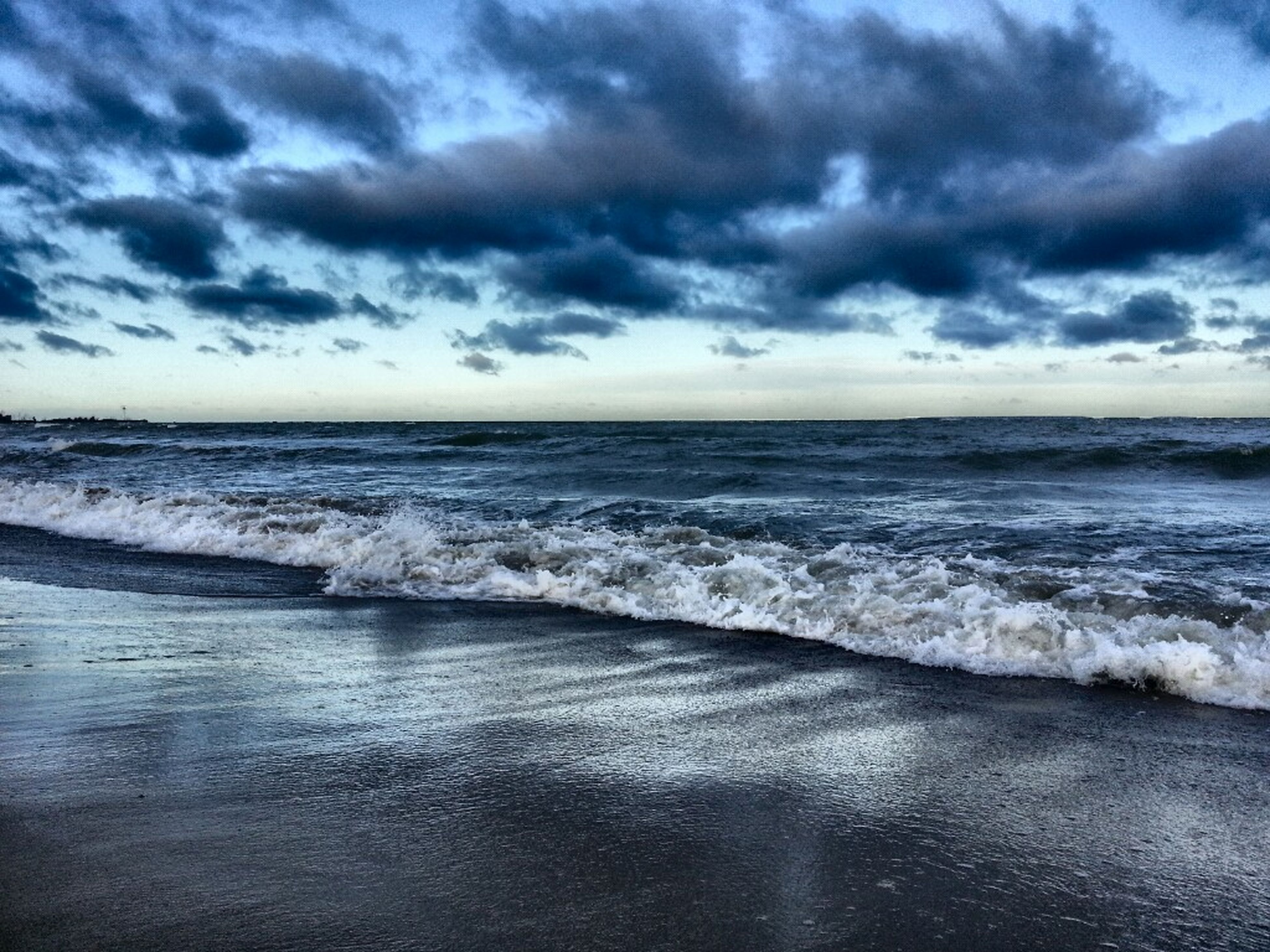 sea, horizon over water, water, sky, scenics, cloud - sky, beauty in nature, tranquil scene, wave, tranquility, beach, cloudy, nature, cloud, shore, idyllic, surf, seascape, weather, overcast