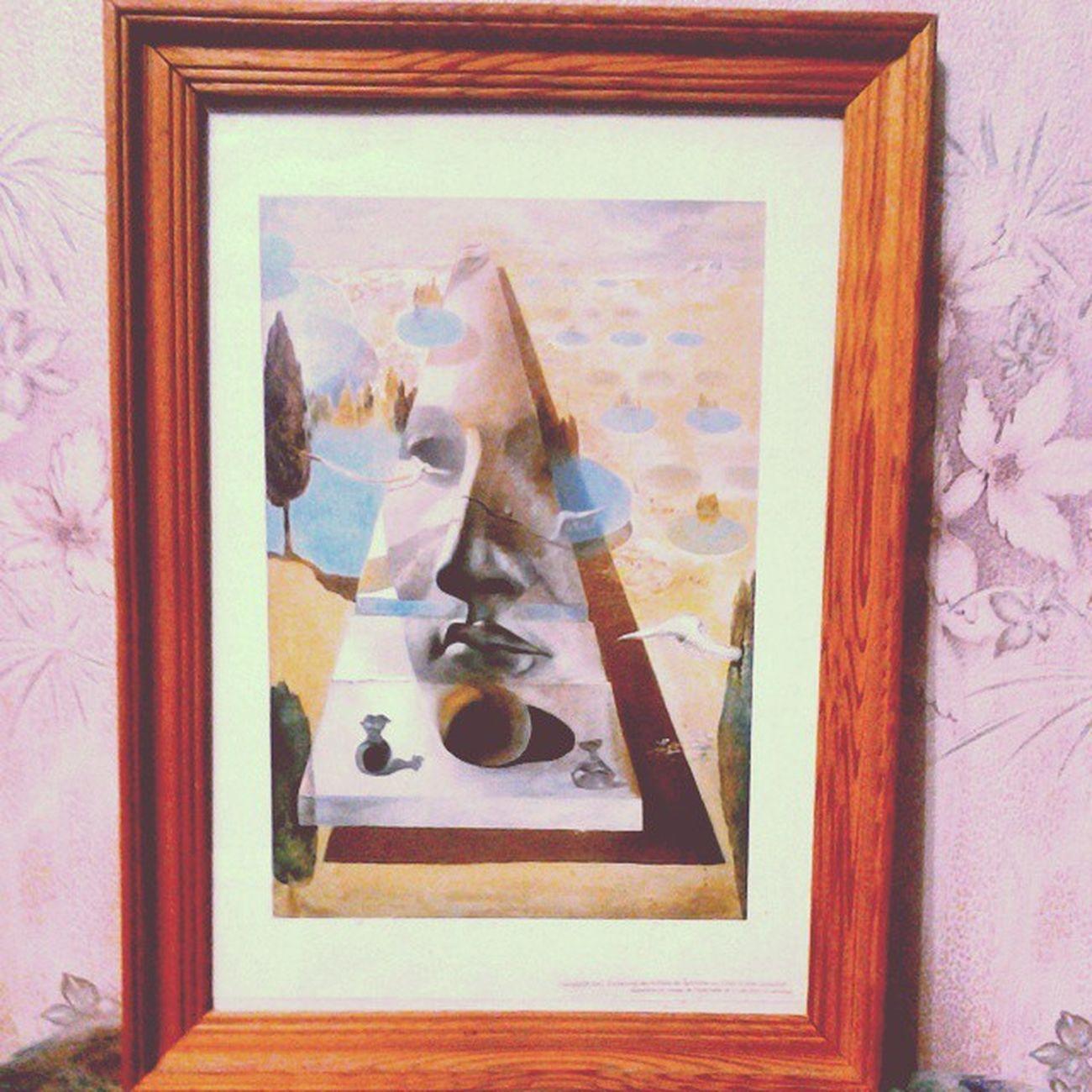 Явление лика Афродиты Книдской на фоне пейзажа Сальвадор ДАЛИ 1981 48.5 х 35.5 Вдохновенная картина! Наконец-то, хотя и в принте очень хорошего качества, но на моей стене! Осталось доделать лишь рамочку. Она будет черной глянцевой с эффектом белого патинирования по всей длине выступающей фрезеровки. ,,,^._.^,,, ;-P Salvadordali Dalí Salvador Masterpiece Treasure Art Modern Modernart Surrealism