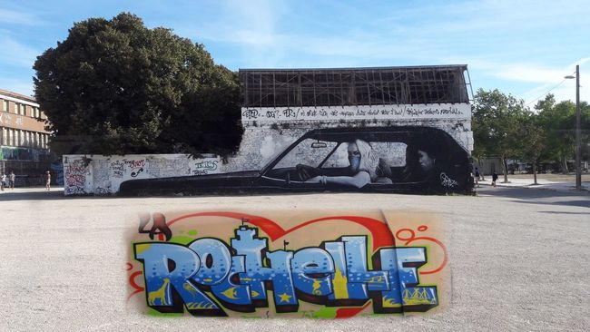 Graffiti Architecture Land Vehicle Outdoors Mode Of Transport No People Tags la Rochelle graffiti Voiture Ancienne