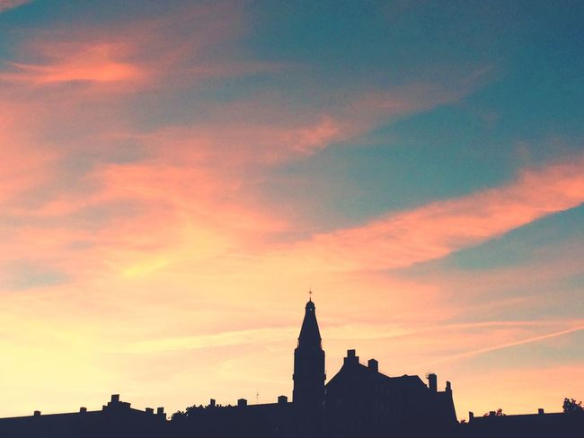 Magic sky when I came back from work late. Skyporn Sunset_collection Sky And Clouds Sunset Silhouettes Buildings